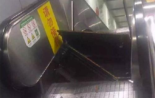 Thang cuốn TQ bất ngờ bật tung, hành khách chạy tán loạn-1