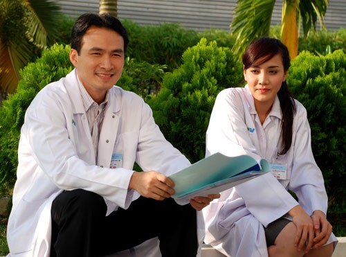 my nam dien anh viet tay ngang lam mc voi cat-xe cao - 9