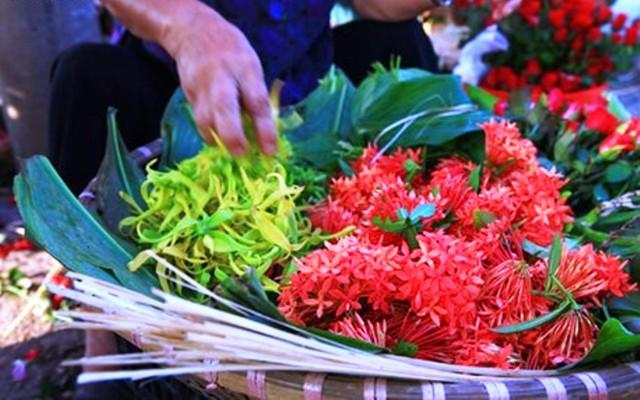 Những loại hoa nào không dâng cúng trên bàn thờ?-1