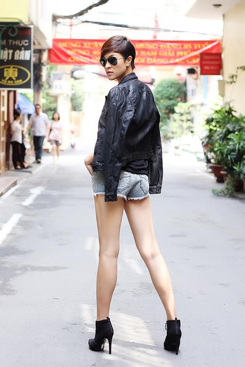 phuong mai khoe chan thang tap cung toc tem - 13