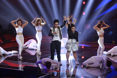 "the voice 2015: mr dam loai co gai ""vua an keo vua hat"" - 15"