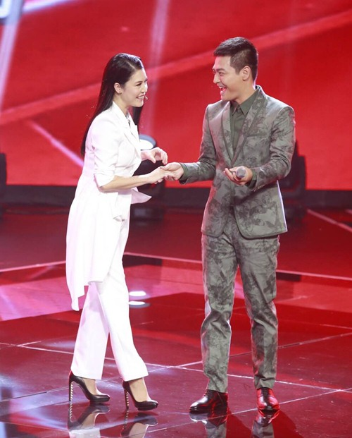 "the voice 2015: mr dam loai co gai ""vua an keo vua hat"" - 4"