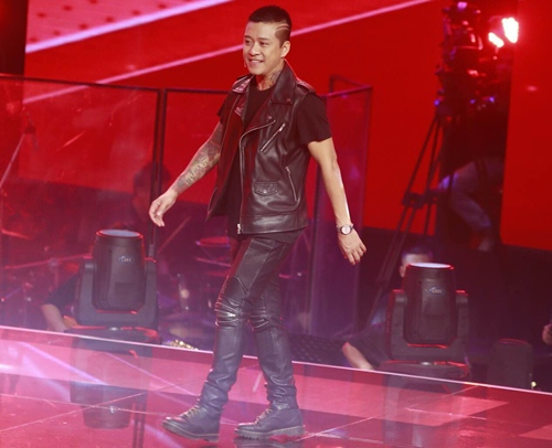 "the voice 2015: mr dam loai co gai ""vua an keo vua hat"" - 5"