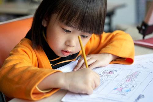 trẻ em học tiếng Pháp