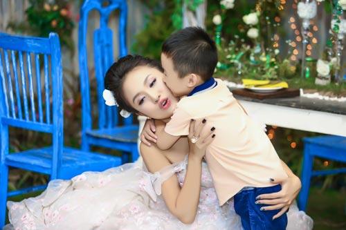 """con trai van hugo lam """"nguoi dan ong nhi"""" cua me - 12"""