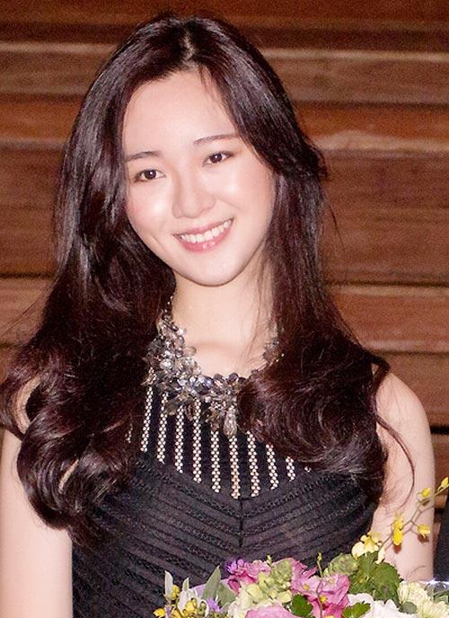 """con gai cua hh giang my khong muon la """"ban sao"""" cua me - 2"""