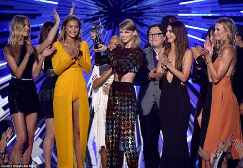 "taylor swift ""danh bai"" dan chi tai video music awards - 3"