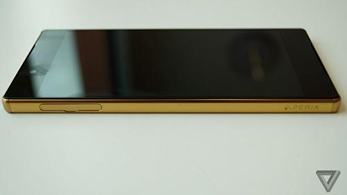 """Cận cảnh Sony Xperia Z5 Premium: """"dế"""" màn hình 4K đầu tiên trên thế giới-9"""