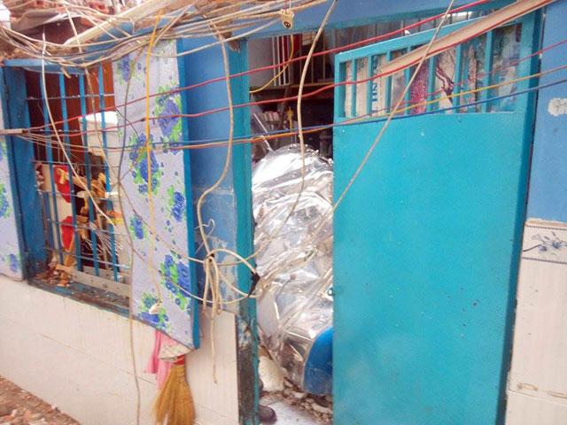 TPHCM: Bồn nước 1.500 lít rơi, đè chết bé gái đang ngủ-3