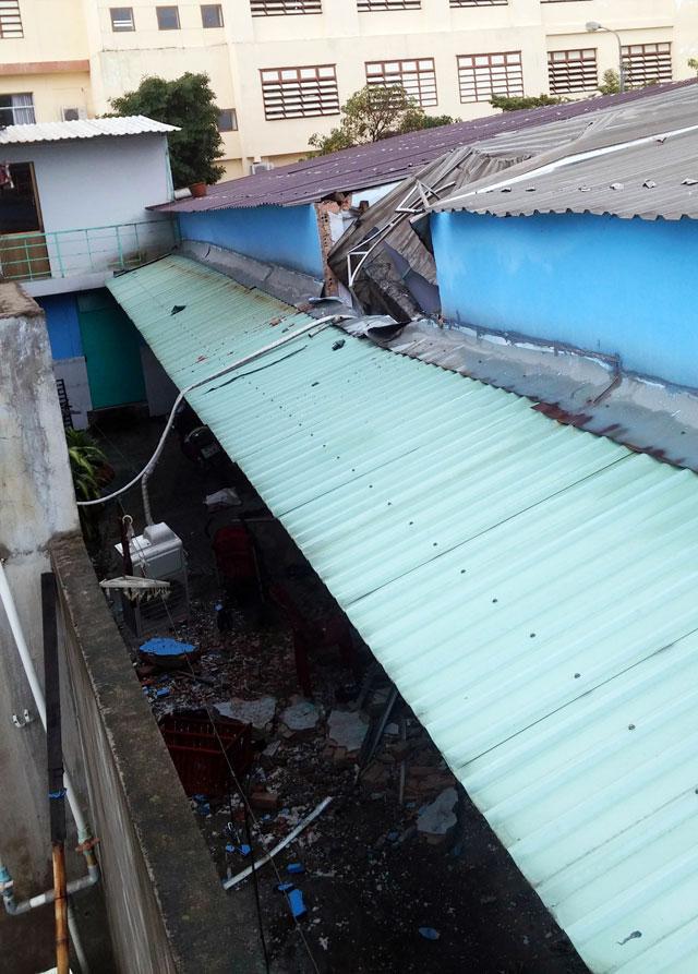 TPHCM: Bồn nước 1.500 lít rơi, đè chết bé gái đang ngủ-1