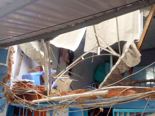 TPHCM: Bồn nước 1.500 lít rơi, đè chết bé gái đang ngủ-2
