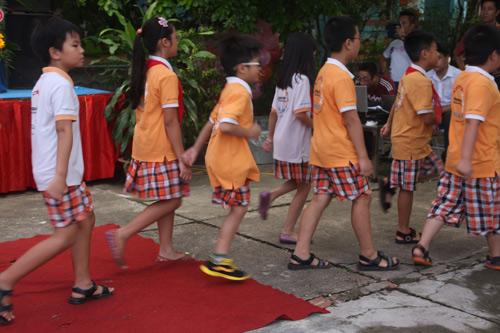 Học sinh cả nước nô nức khai giảng năm học mới-8
