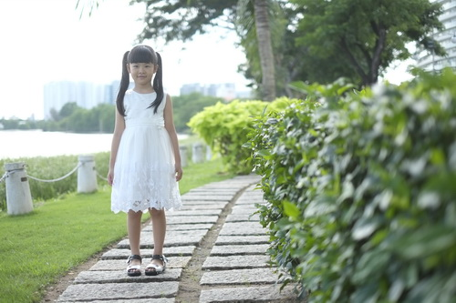 Bình Minh thay vợ đưa con gái đi khai giảng-7