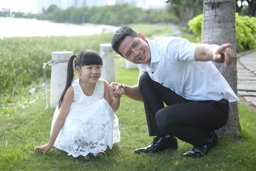 Bình Minh thay vợ đưa con gái đi khai giảng-10