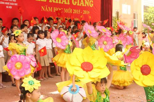 Học sinh cả nước nô nức khai giảng năm học mới-14