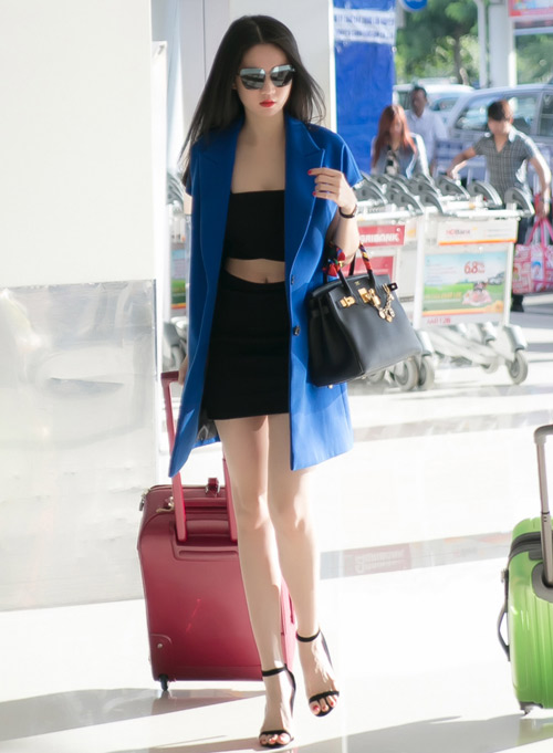Sao Việt diện thời trang sân bay quá điệu và kiểu cách - 11