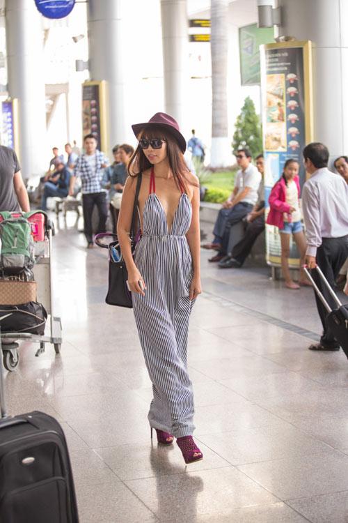 Sao Việt diện thời trang sân bay quá điệu và kiểu cách - 7