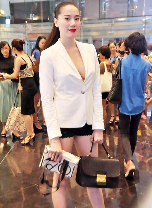 Sao Việt diện thời trang sân bay quá điệu và kiểu cách - 8