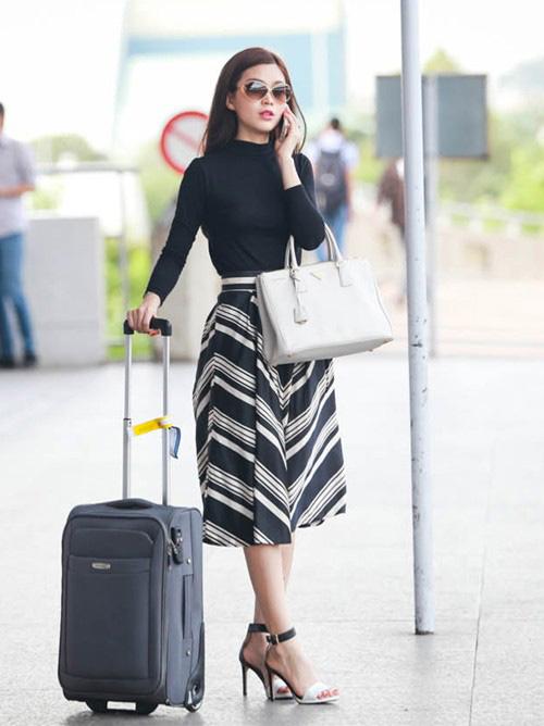 Sao Việt diện thời trang sân bay quá điệu và kiểu cách - 10