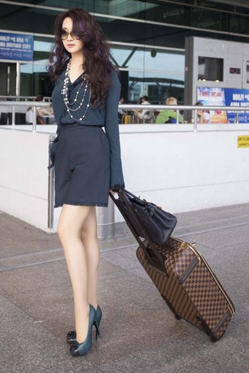 Sao Việt diện thời trang sân bay quá điệu và kiểu cách - 2