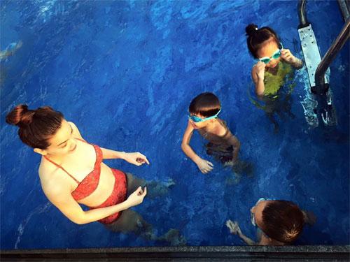 Hà Hồ đi bơi cùng con trai trong ngày nghỉ cuối tuần-1