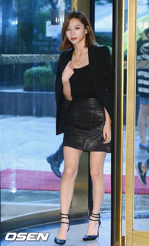Vợ Bae Yong Joon sang trọng, quý phái ngày tái xuất-4