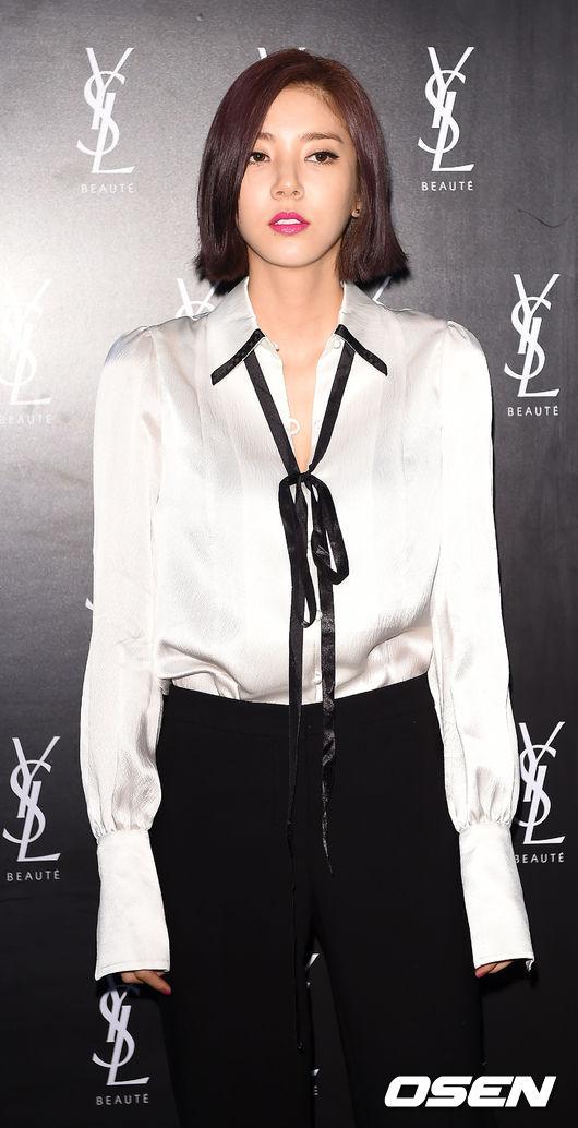 Vợ Bae Yong Joon sang trọng, quý phái ngày tái xuất-5