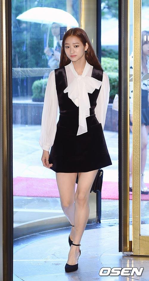 Vợ Bae Yong Joon sang trọng, quý phái ngày tái xuất-7