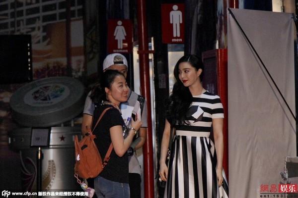 Vợ Bae Yong Joon sang trọng, quý phái ngày tái xuất-10