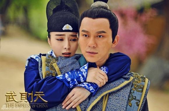 Vợ Bae Yong Joon sang trọng, quý phái ngày tái xuất-12
