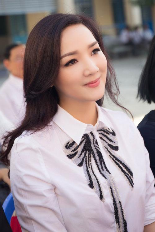 U50 Việt Trinh, Hoa hậu Giáng My trẻ trung bất ngờ-1