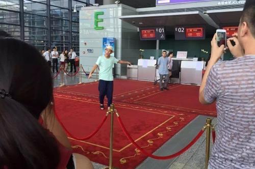 """Trương Mạn Ngọc khoe """"mình hạc"""" trên thảm đỏ - 8"""