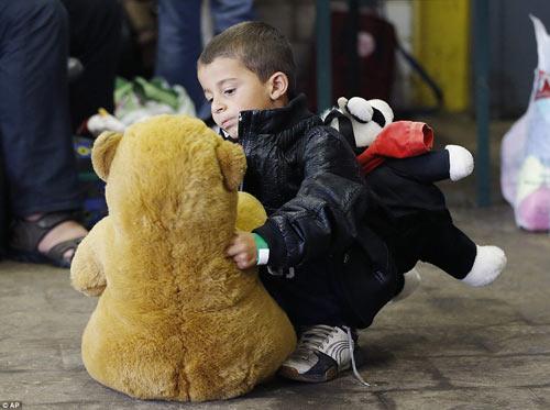 Nước Đức hò reo chào đón hàng nghìn người tị nạn Syria-10