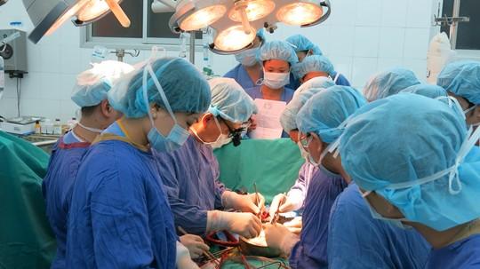 Đưa tim, gan vượt ngàn km từ TP HCM ra Hà Nội ghép tạng-1