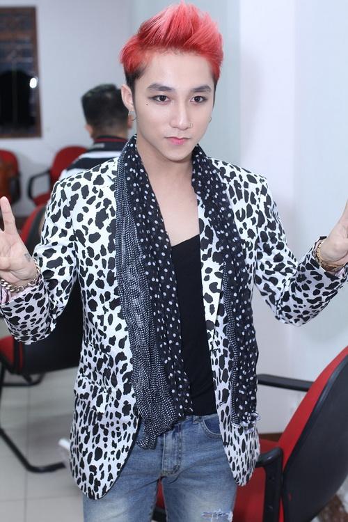 """my tam, son tung vat va vuot hang rao """"fan cuong"""" - 9"""