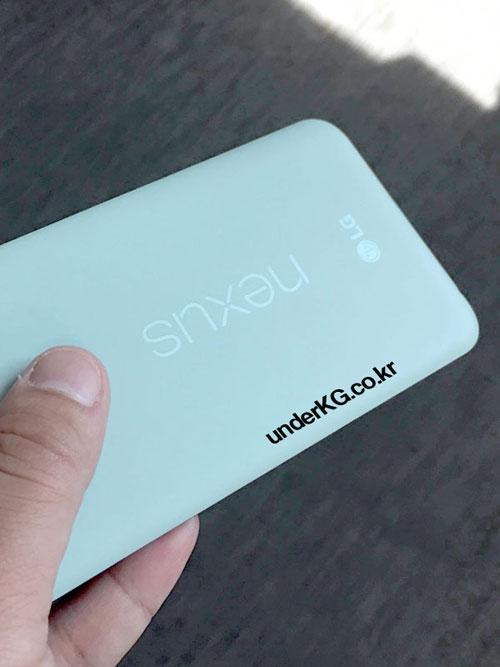 nexus 5x lo anh xanh bac ha, so dang voi iphone 6s - 1