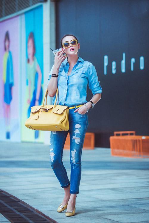 tuan qua: nguoi dep ron rang khoe chan nuot voi jeans - 2