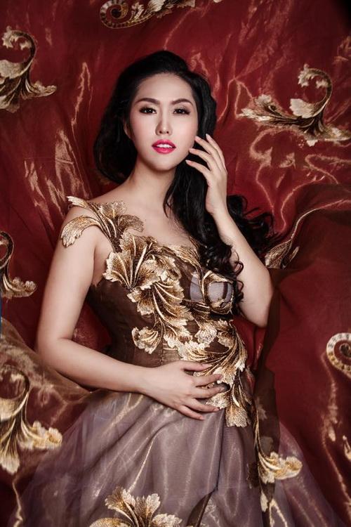 Phi Thanh Vân e lệ khoe bụng bầu với váy xuyên thấu - 11