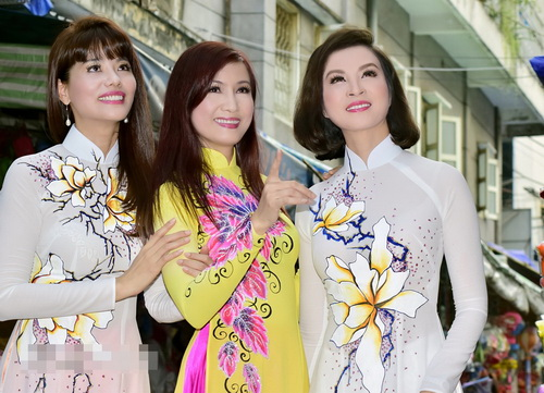 ba bau phi thanh van dao pho long den cung chong - 11