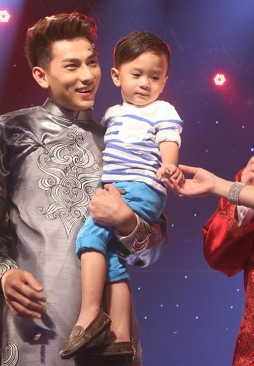 "isaac - chang my nam ""van con nit me"" cua vietnam idol kids - 3"