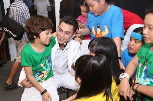 "isaac - chang my nam ""van con nit me"" cua vietnam idol kids - 10"