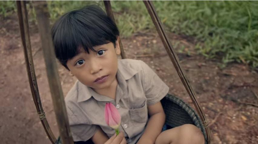 """Phim ngắn """"10 bước chân"""": Câu chuyện đẫm lệ về cậu bé bị bệnh tim bẩm sinh-1"""