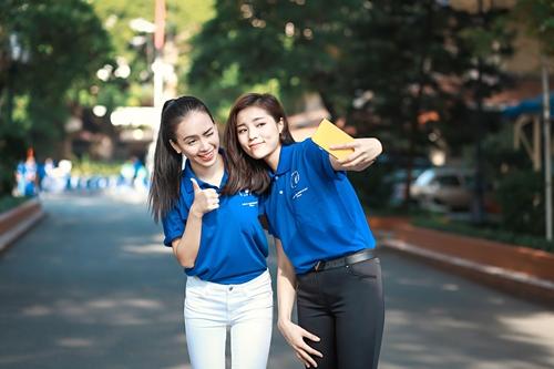 HH Kỳ Duyên giản dị vẫn đẹp rạng rỡ trong màu áo xanh tình nguyện-4