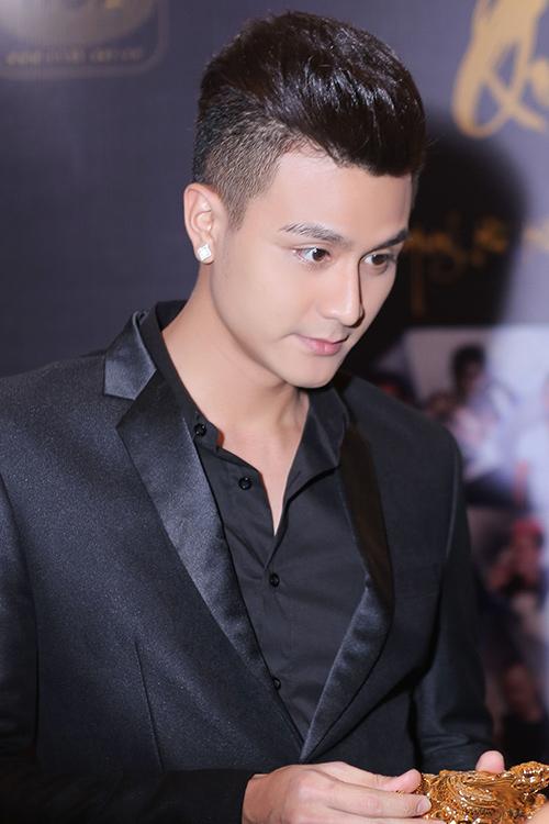 vinh thuy - thoi nam cham hut hon fan nu cua the face - 6