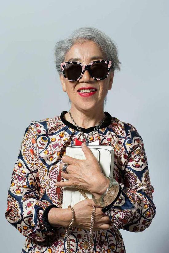 Cụ bà 80 tuổi này sẽ khiến không ít chị em tự xấu hổ về mình-6