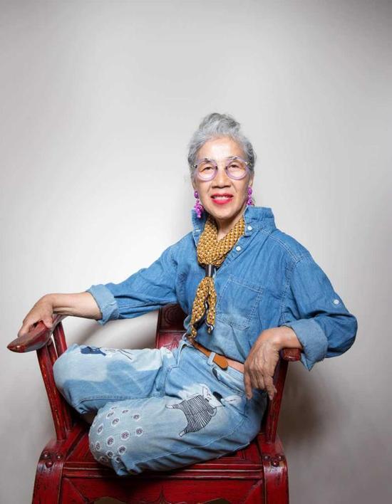 Cụ bà 80 tuổi này sẽ khiến không ít chị em tự xấu hổ về mình-4