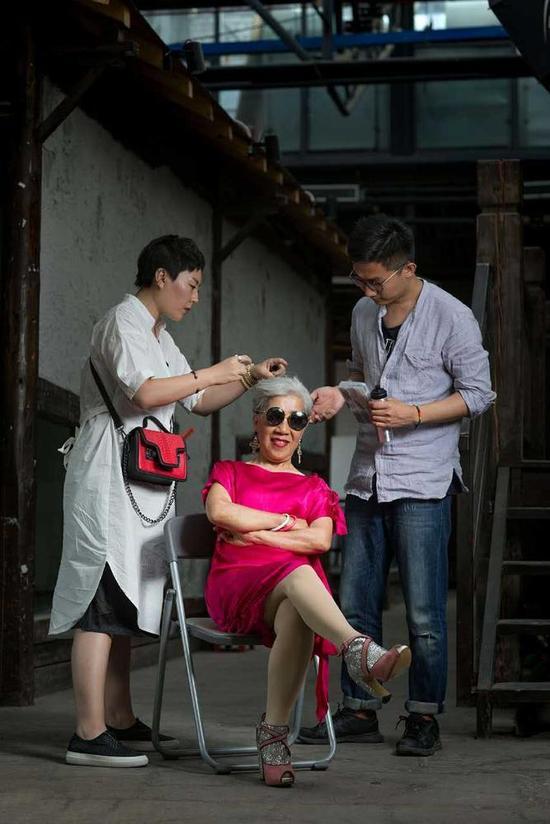 Cụ bà 80 tuổi này sẽ khiến không ít chị em tự xấu hổ về mình-2