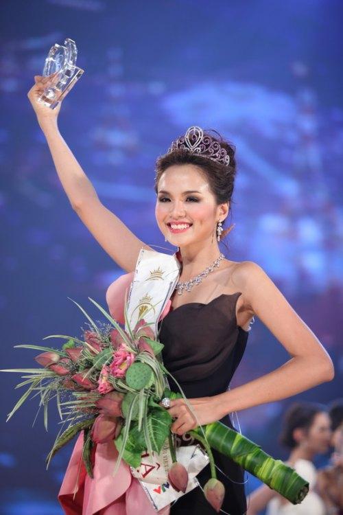 Phát hoảng khi bóc giá loạt vương miện của Hoa hậu Việt-8