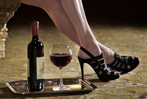 Mẹ chồng hốt hoảng thấy con dâu uống rượu như nước-4