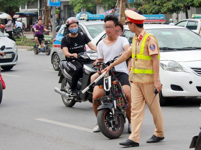 csgt ha noi chinh thuc phat xe may dien khong dang ky - 1